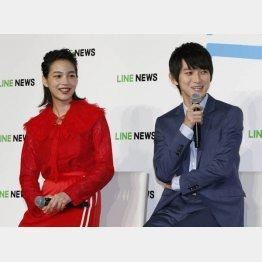 のん(左)と本郷奏多(C)日刊ゲンダイ