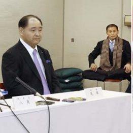 相撲協会の八角理事長(左)と尾車事業部長(左中央)と小林元顧問