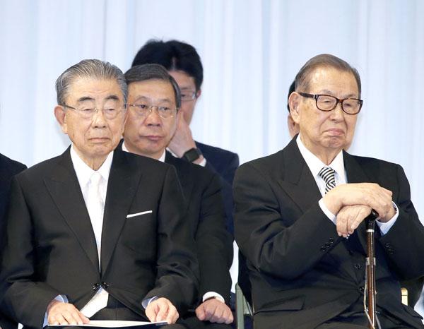 亀裂が入った(鈴木敏文氏(左)と伊藤雅俊氏)(C)日刊ゲンダイ