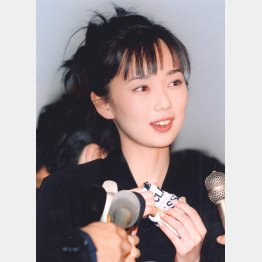 かつてはイチローとも交際(97年の会見)(C)日刊ゲンダイ