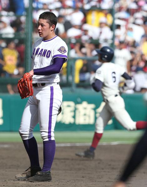 決勝の五回、根尾(左)に2ランを浴びた吉田(C)日刊ゲンダイ