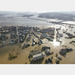 04年10月の台風23号は各地で被害をもたらした(C)共同通信社