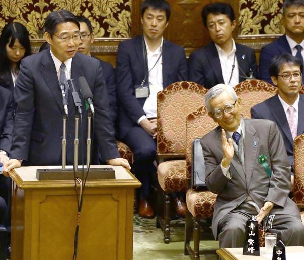 前愛媛県知事の加戸守行氏とともに参考人招致に応じた(C)日刊ゲンダイ