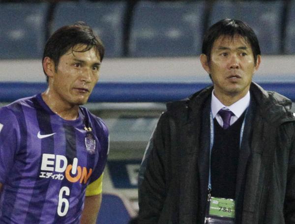 クラブワールドカップ2015での青山敏弘と森保監督(C)日刊ゲンダイ