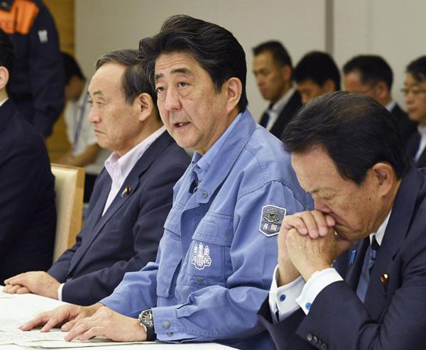 関係閣僚会議で発言する安倍首相(C)共同通信社