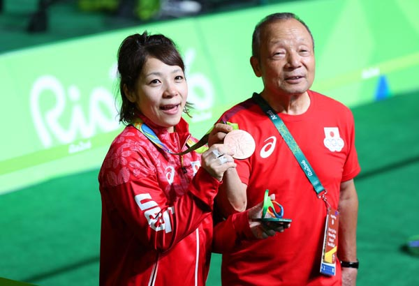 リオ五輪では娘の宏美(左)と二人三脚で銅メダルを獲得(C)日刊ゲンダイ