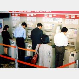 ATMコーナーは監視強化へ(C)日刊ゲンダイ