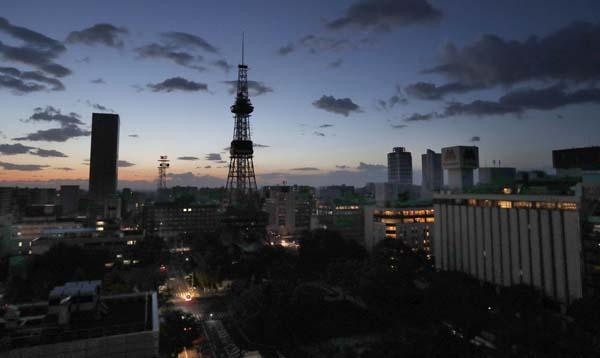 6日未明地震の影響で停電した札幌市内(C)共同通信社