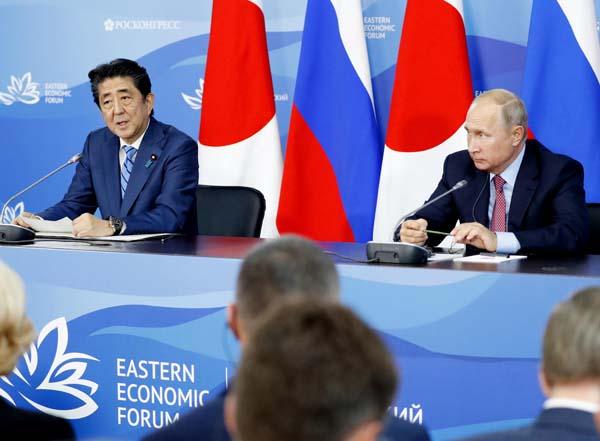 安倍首相とプーチン大統領(C)共同通信社