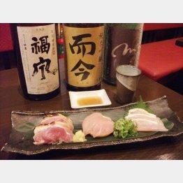 丹波地鶏の刺し身とお薦めの日本酒(C)日刊ゲンダイ