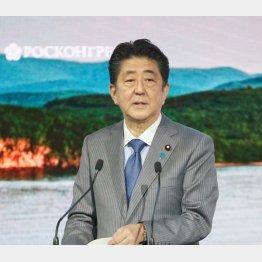 東方経済フォーラムで演説する安倍首相(C)共同通信社