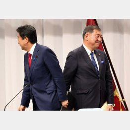 論戦はすれ違い続き(C)日刊ゲンダイ