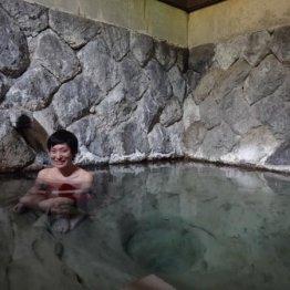 二岐温泉「大丸あすなろ荘」 秘湯の宿の甌穴のある岩風呂