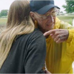 配った慈善チョコ11年で6000枚 93歳男性が全米注目の人に