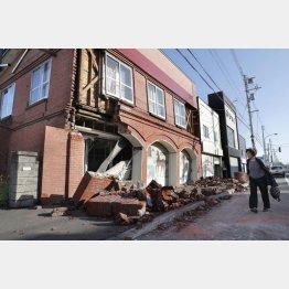 最大震度7を記録した北海道の地震(C)共同通信社