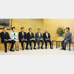 首相に組織見直しを提言(C)共同通信社