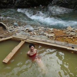 新潟県・赤湯温泉 クルマでは行けない川沿いの絶景露天