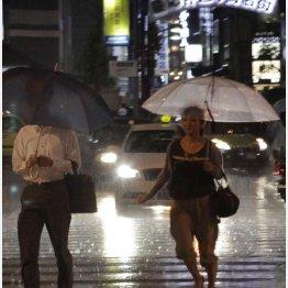 大雨の夜は注意が必要(写真はイメージ)(C)日刊ゲンダイ