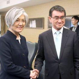 史上サイテー(左は韓国の康外相)