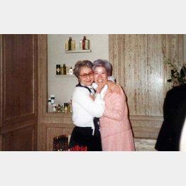 フランス・ゲランの研修で。最初の先生マダム・リコと(31歳ごろ)/(提供写真)