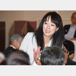 「ひまわりJAPAN」の活動に参加(杉田水脈議員)/(C)日刊ゲンダイ