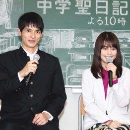 岡田健史(左)と有村架純