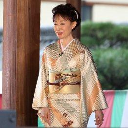 三田佳子は次男保釈に言及せずも…「清濁併せ持って人生」