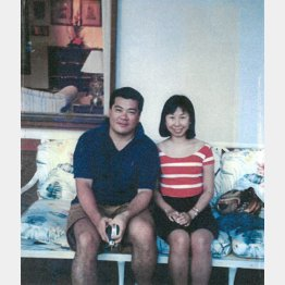 新婚旅行のスナップ(左は夫の誠さん)/(提供写真)