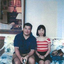 新婚旅行のスナップ(左は夫の誠さん)