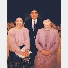 うつみ宮土理(左)と母と一緒に(提供写真)