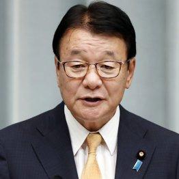 山本国家公安委員長 加計問題で沈黙を貫いて「論功行賞」