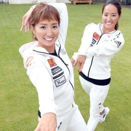 木村沙野さん(左)と双子の姉真野さん(C)日刊ゲンダイ