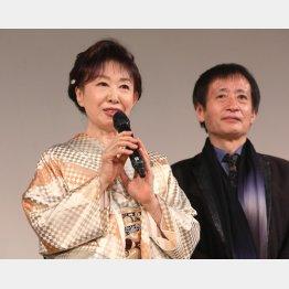 三田佳子と奥山和由プロデューサー(C)日刊ゲンダイ