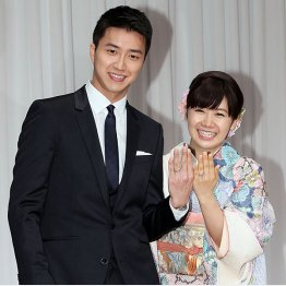 江宏傑との結婚報告会で笑顔の福原愛(C)日刊ゲンダイ
