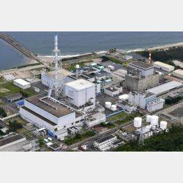 東海第2原発(左)、右は廃炉作業中の東海原発/(C)共同通信社