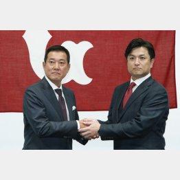 会見する原(左)、由伸の新旧監督(C)日刊ゲンダイ