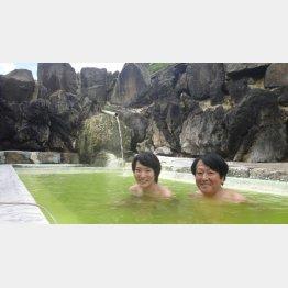 「国見温泉石塚旅館」の混浴露天風呂(提供写真)