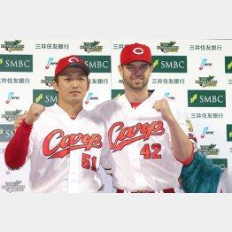 誠也(左)と肩を組んでゴキゲン(C)日刊ゲンダイ