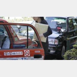 タクシーの支払いは多様化(C)日刊ゲンダイ
