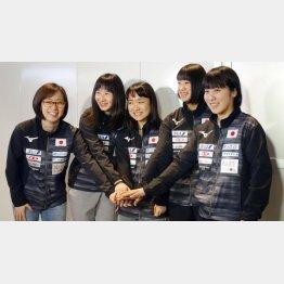 左から石川佳純、早田ひな、伊藤美誠、長崎美柚、平野美宇(C)共同通信社