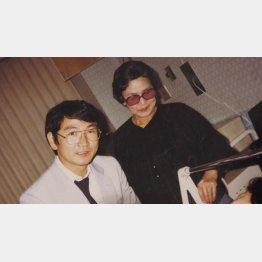 母のキヨニさんと(提供写真)