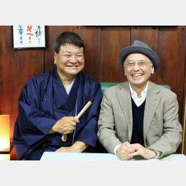 桂竹丸(左)と聞き手の吉川潮(C)日刊ゲンダイ