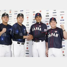 左から、台湾代表の陳俊秀、黄甘霖監督、日本代表の稲葉監督、甲斐拓也(C)共同通信社