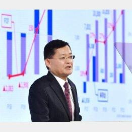 市場はリストラを好感(車谷会長兼CEO=8日)/(C)共同通信社