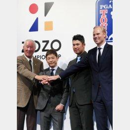 米ツアー開催発表に出席した青木功(左)と松山英樹(右から2人目)も出席(C)日刊ゲンダイ
