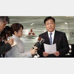 三菱自動車の益子CEO(C)共同通信社