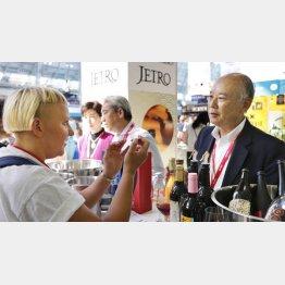酒類見本市「インバイブ・ライブ」で日本産ワインを紹介(C)共同通信社