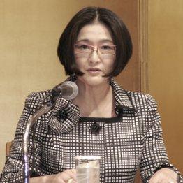 福岡市で記者会見する日本銀行の政井貴子審議委員