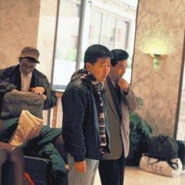 鴻上尚史(中央)と細川氏(右奥)