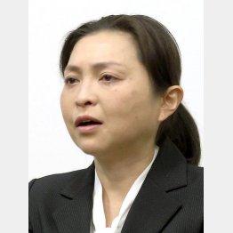 判決後、記者会見で涙を流す原裕美子(C)共同通信社